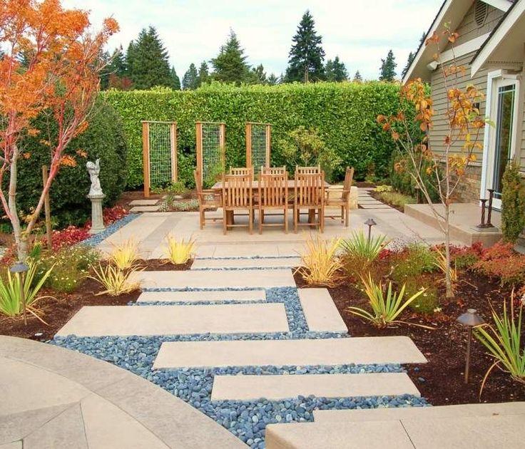 allée de jardin en dalle de béton et gravier décoratif