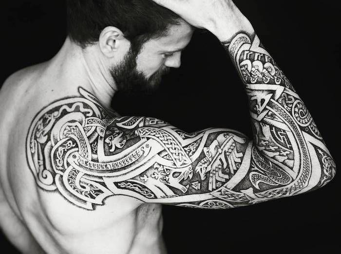 1001 mod les de tatouage homme uniques et inspirants tatouage bras homme barbe longue et. Black Bedroom Furniture Sets. Home Design Ideas