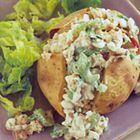 Een heerlijk recept: Gepofte aardappel met tonijn en bieslook