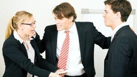 Job: Wütende Männer gelten als stark, Frauen als inkompetent http://www.bild.de/ratgeber/job-karriere/gelten-als-stark-wuetende-frauen-als-inkompetent-5509640.bild.html