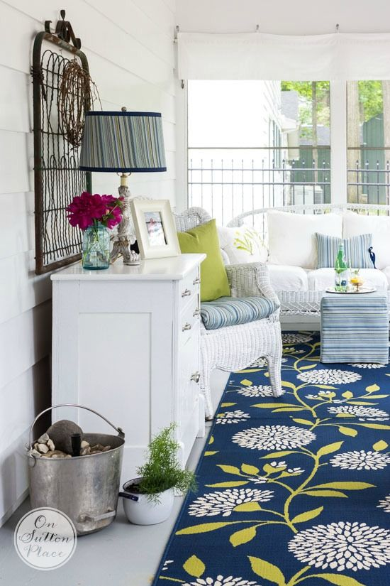5 Summer Porch Decor Ideas | Easy DIY ways to add a cozy feeling to your outdoor space and make it function like an indoor space. Simple touches that make a big difference!