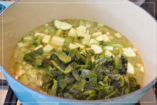 chayote + calabacita + chiles poblanos | chayote guisado, chayote relleno
