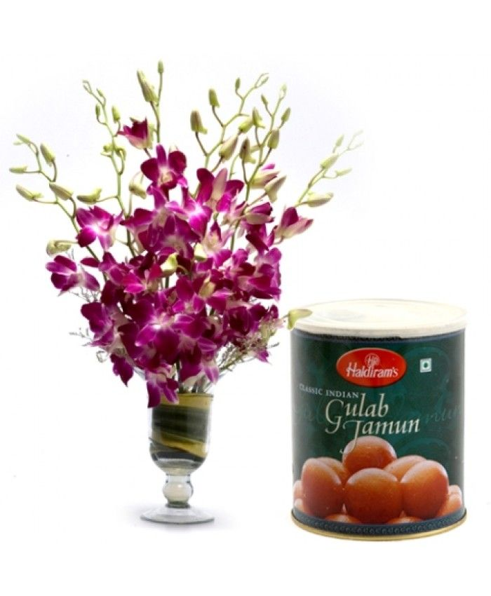 Wish and celebrate Mother's Day by gifting your Mom special flowers, cakes, chocolates & gifts hamper online in India.