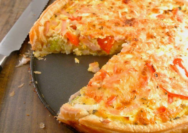 Hartige taart met prei, kip en paprika | Lekker en Simpel