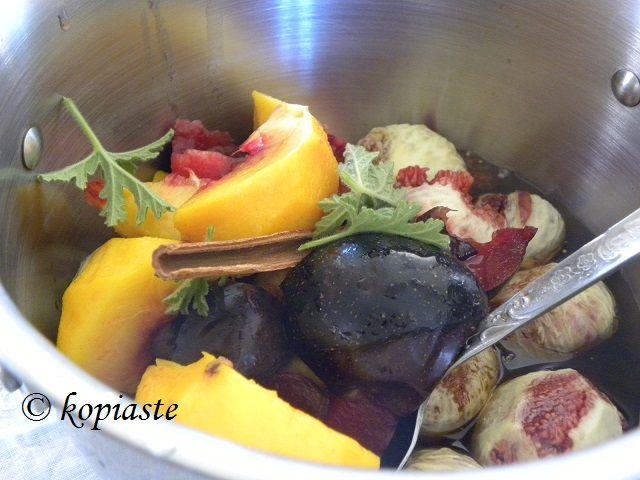 Fig, Peach and Nectarine Jam with Honey   http://kopiaste.org/2008/09/glyko-sykalaki-kai-marmelada-syko-fig-spoon-sweet-and-jam/ Μαρμελάδα Σύκου με Ροδάκινο και Νεκταρίνια και Μέλι http://www.kopiaste.info/?p=360