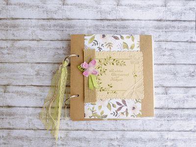 Mini-Album für eine Hochzeit mit übrig gebliebenem Tüll von Schleier, enwenig Seide vom Brautkleid und einer alten Hochzeitskarte.  #wedding #minialbum #blossom #lovely #oldweddingcard