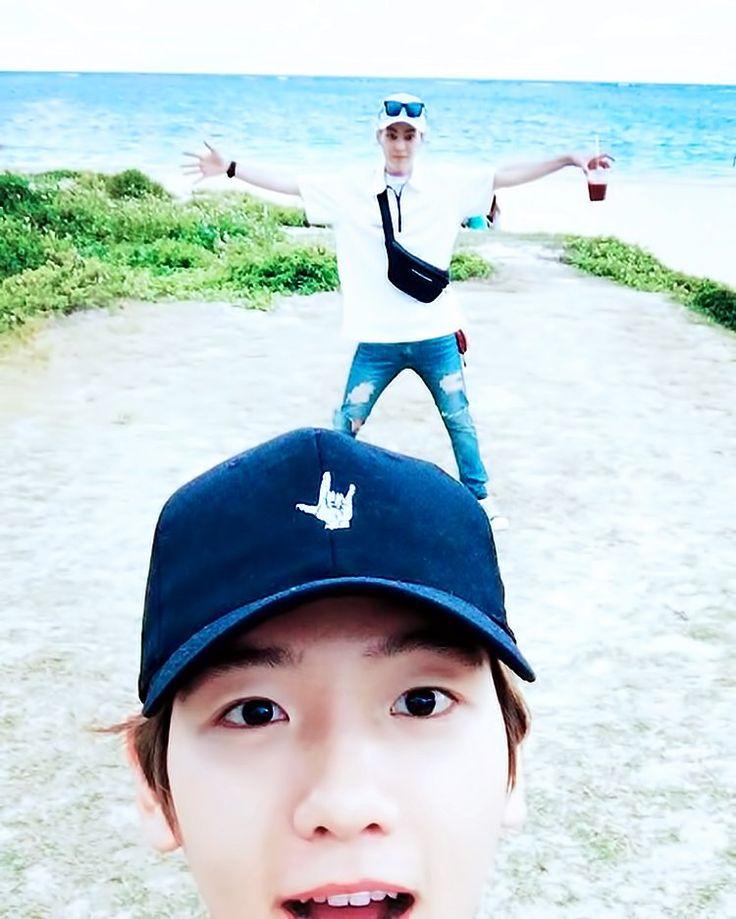 Baek e Xiumin no Havaí!! EXO ❤