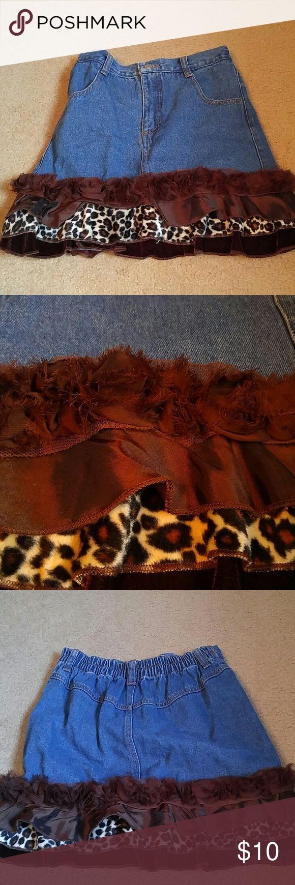Greggy Girl Denim Skirt Brown Leopard Trim Sz 8 Greggy Girl Denim Skirt with Brown Leopard Trim. And ruffled flower trim. Sz 8. Elastic waist. EXCELLENT shape! Greggy Girl Bottoms Skirts