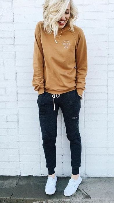 cozy weekday outfit   sweatpants + sweatshirt style