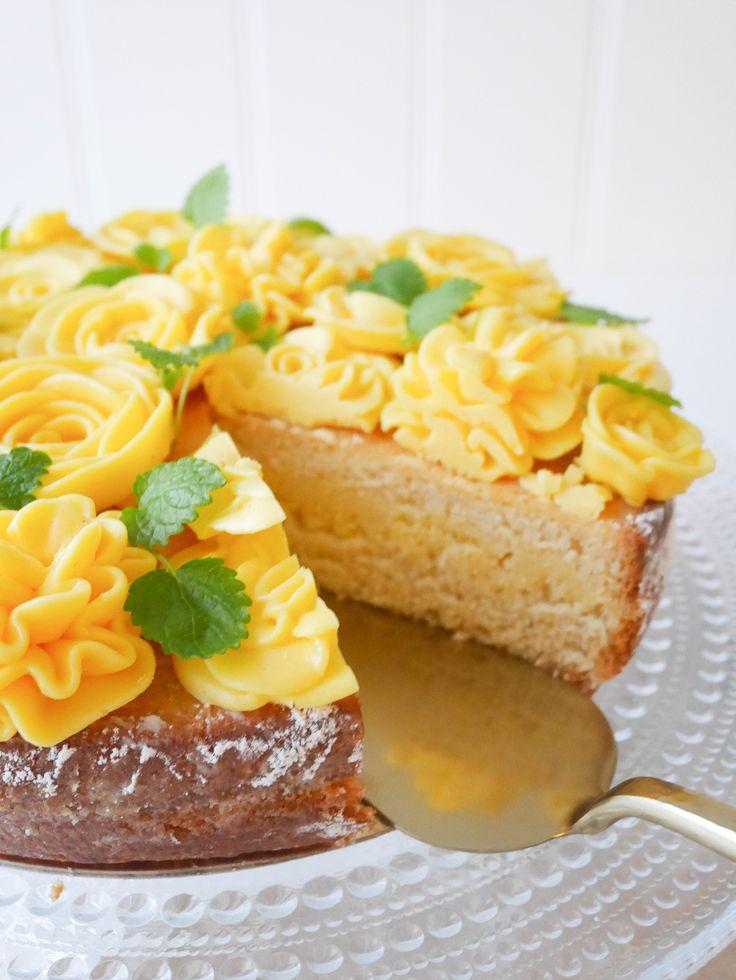 Vaniljkaka med citronmarängsmörkräm   Brinken bakar