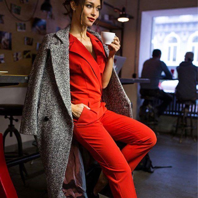 Midnight Tigress Overall and Village Finch Coat by Nadi Renardi Coat - http://www.nadirenardi.com/product/palto-village-finch  Женский комбинезон, красный комбинезон, красный костюм женский, стильный комбинезон
