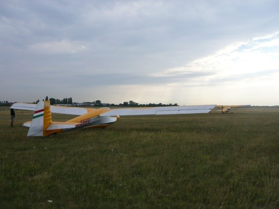 R26 Góbé #glider #towing in Budaörs Airport. Photo: Tamás Fülöp   Like us on facebook: https://www.facebook.com/pages/Endresz-Gy%C3%B6rgy-Sportrep%C3%BCl%C5%91-Egyes%C3%BClet/281748527678