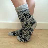 Knitted wool socks in light grey featuring black and dark grey cats and traditional scandianvian patterns. Machine knitted. 100% wool.  Fits UK4.5-6. Only one pair available at the moment. If you have any questions please do not hesitate to contact me!