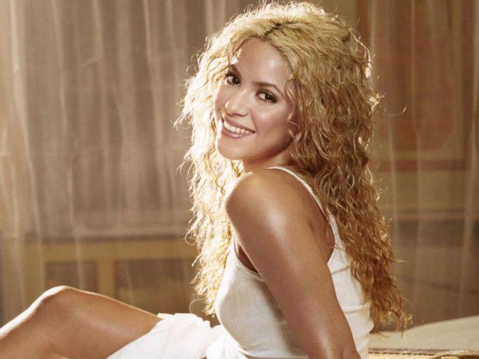 Shakira sigue cosechando éxitos, tanto a nivel profesional como personal. Su trabajo ha sido reconocido en diferentes ámbitos, y en 2011 recibió honores por su actividad altruista y su talento artístico.  Y este 2012 inicia con el pie derecho. El día de hoy recibió la distinción de Caballero de la Orden de las Artes y las Letras en Cannes, Francia. El honor lo recibió de manos de Frédéric Mitterrand, Ministro de Cultura.