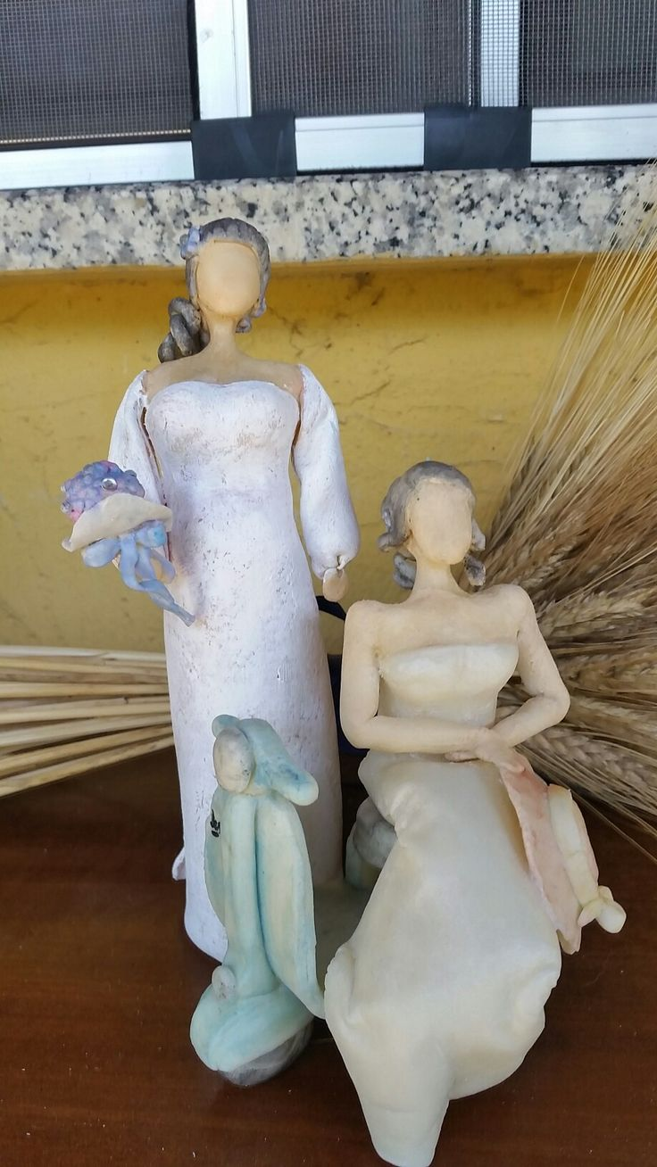 """Statue in c.f. senza volto.h 22 cm. """"Spose"""""""
