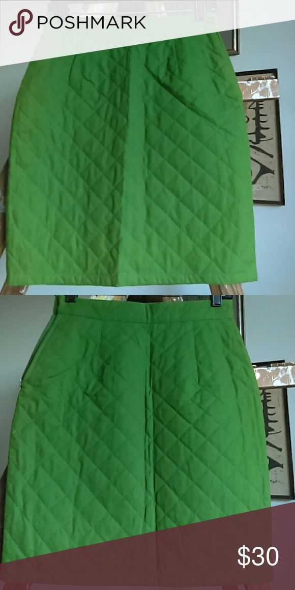 NWOT Colors of Benetton quilted skirt Green. Cute. Says 42 which Google alleges is a Size 12 US - it's a 4. Made in Italy. United Colors Of Benetton Skirts Midi