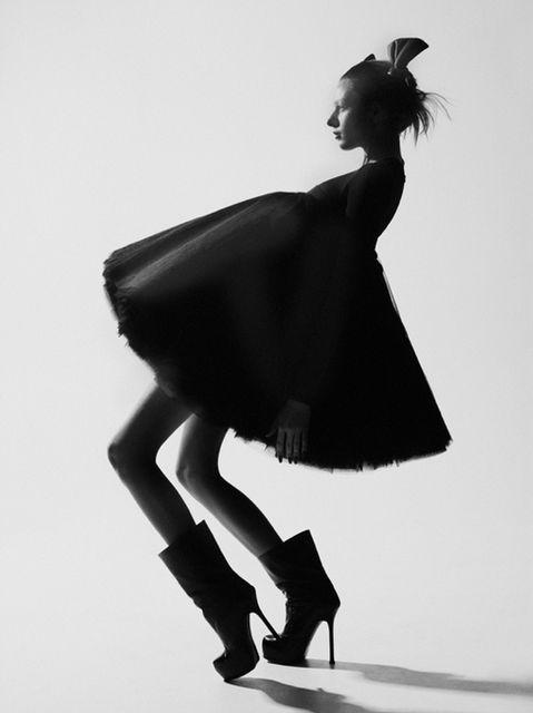 Dramatic Model Pose - stylish black & white fashion photography; photoshoot inspiration