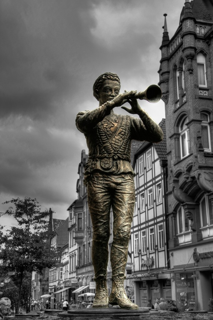 Lower Saxony, Hamelin-Pyrmont (district), Hamelin (town) ~ Statue of Rattenfaenger von Hameln (Pied Piper of Hamelin)