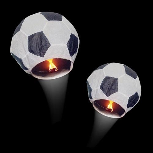 Futbol topu şeklinde uçan fener  Futbol gösterilerinde artık havai fişekler ya da silahlar yerine artık coşkunuzu futbol topunu uçurarak gösterebilirsiniz. Futbol topu şeklindeki bu fenerin özel mumunu yakarak onun uçmasını sağlayabileceksiniz. 20 dakika boyunca sürecek harika uçuş gösterisine kendinizi hazırlayın!