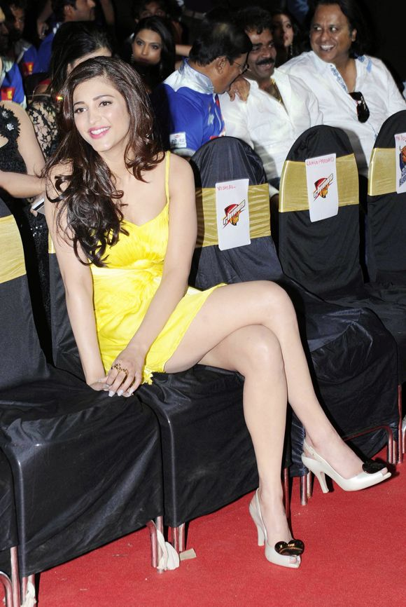 Shruti Hassan hot legs