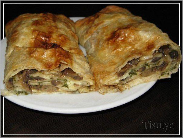 Ингредиенты:- армянский лаваш- шампиньоны- сыр- зеленьПриготовление:Сыр натрите на терке. Грибы можно взять свежие, мороженные и консервированные. Свежие и мороженные – немного обжарьте с луком…
