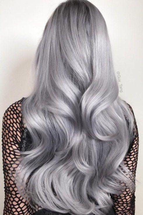 O cabelo platinado foi importante em 2016, especialmente depois que Guy Tang lançou sua linha de tintura de cabelo platinada. | 17 cores de cabelo que conquistaram nossos corações em 2016