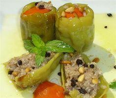 Zeytin yagli biber dolması - Vegetarian - Vegan stuffed peppers with pine nuts and currants - Turkish food - Türk yemekleri