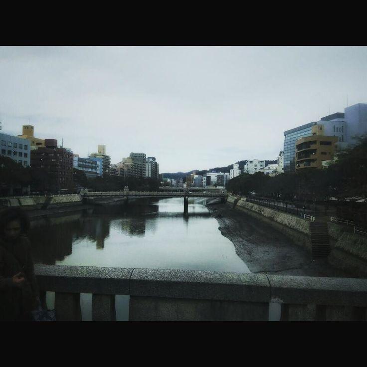 広島市内の川はあり得ないくらいに引きます at Hiroshima city #hiroshima #bridge #cloudy #river #landscape #広島