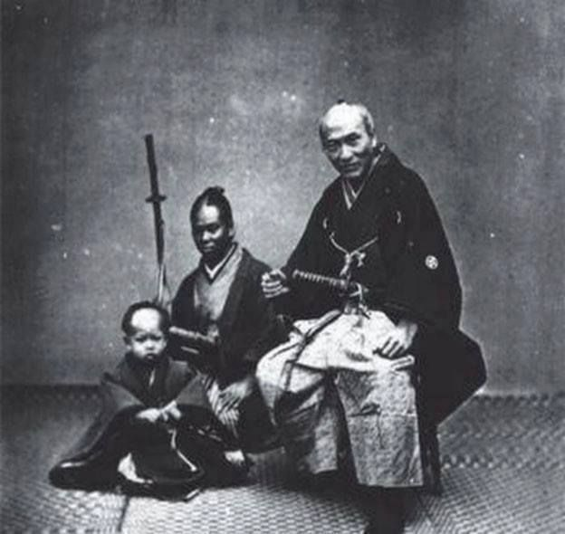 Yasuke African Samurai of the Japanese Warlord Nobunaga Oda. Yasuke (彌介) (c. 1556-?) is a Japanese name used to refer to a black (African) retainer who for a short time was in the service of the Japanese warlord Oda Nobunaga.