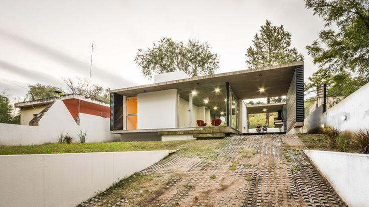 "Galeria - Residência suburbana ""La Viña"" / Juan Salassa, Santiago Tissot e Iván Castañeda - 1"