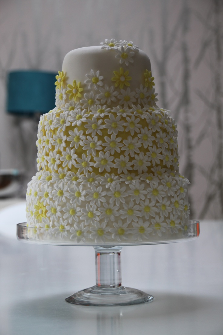 Daisy flower wedding cake #daisycake