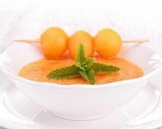Gaspacho fraîcheur melon, pastèque et menthe : http://www.fourchette-et-bikini.fr/recettes/recettes-minceur/gaspacho-fraicheur-melon-pasteque-et-menthe.html