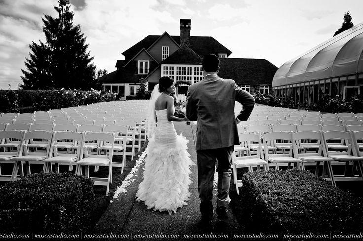 MoscaStudio.com associates' work in this stunningly elegant Oregon Golf Club wedding day | Images by http://MoscaStudio.com #moscastudio #platinumlist #elegantwedding #matrimonio #weddingdress #bride #oregongolfclubwedding