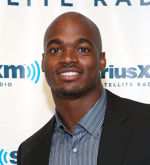 Adrian Peterson: Vikings Player's 2-Year-Old Son Dies After Brutal Beating