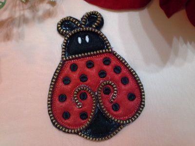 EW058_Felt Zipper Ladybug