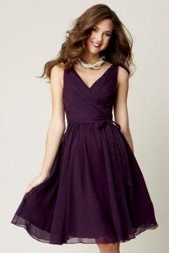 Petite robe prune violette courte dos échancré en V pour cocktail mariage