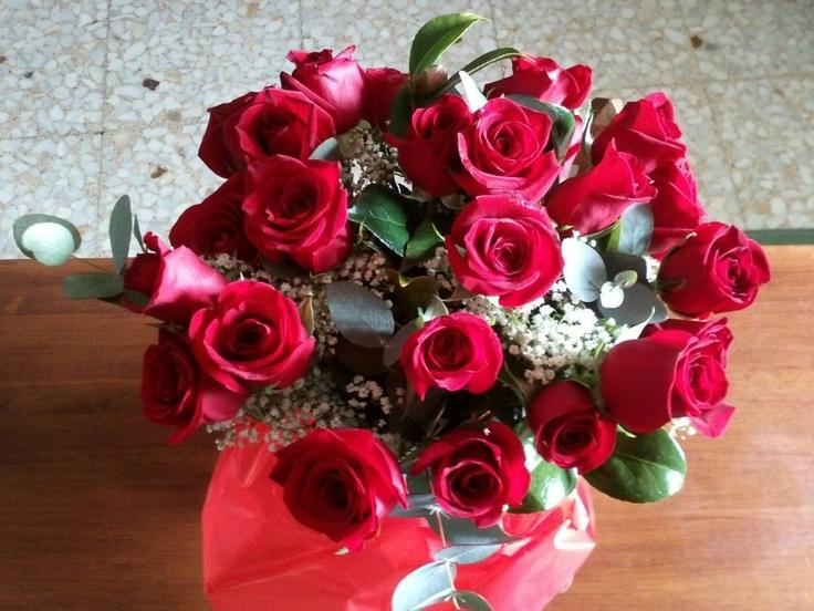 Bouquet de 24 rosas rojas que recibió la ganadora de nuestro sorteo de San Valentín #rosasrojas #sanvalentin
