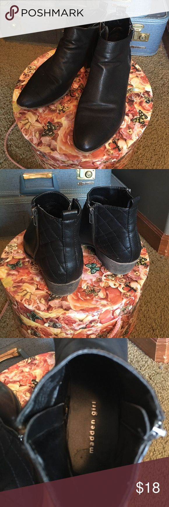 Madden Girl Double Zipper Boots MAKE AN OFFER. Steve Madden. Madden Girl. Double zipper boots. Well worn but still can be rocked. I just have too many pairs of black boots and need to slim down the line up. They have a cute quilted looking back on them. Little signs of wear. Black with silver zippers. Steve Madden Shoes Ankle Boots & Booties