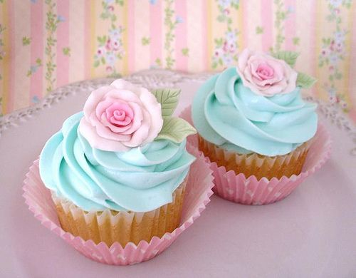 mint and pink cupcakes to go with the wedding theme