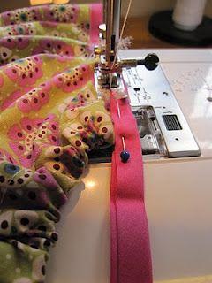 Sewing with Bias Tape: Bias Tape, Sewing Crafts, Sewing Things, Sewing Info, Aa Sewing, Sewing Needlework, Sewing Tutorials, Sewing Crafty, Sewing Crochet Knits