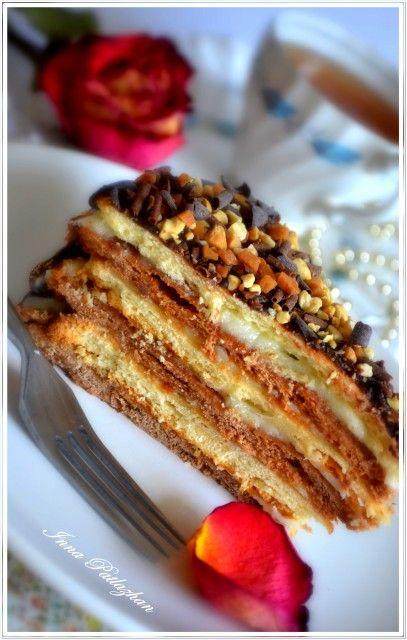 С этим тортиком у меня связаны самые приятные и теплые воспоминания из детства.Если мама и бабушка возились на кухне,дружной бригадой делая разноцветные…