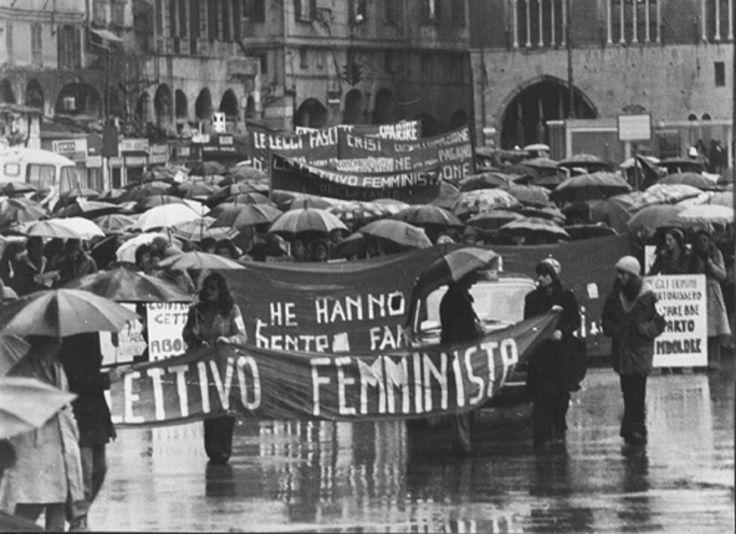 public/album/Femminismo '70/1976manifesta.aborto.jpg