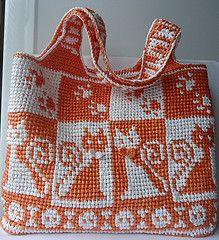 Вязание из полиэтиленовых пакетов -Crocheted from plastic bags. Super!
