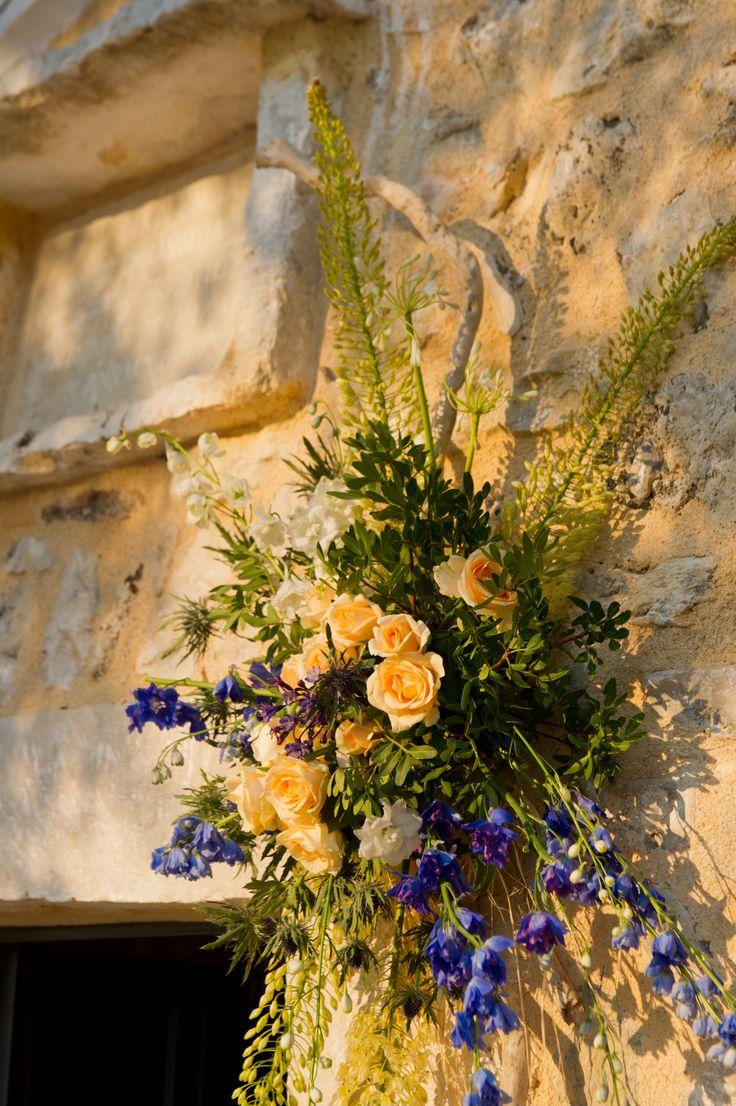 Μικτή αγριολούλουδα για ένα υπέροχο φυσικό γάμο στην Ελλάδα / σύνθεση εκλησια στην αγριολούλουδα / wildflower church decoration