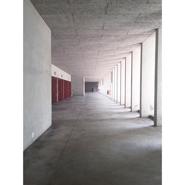 Waking up in a Aldo Rossi dream! #aldorossi #gallaratese #joliark #milan #architecture #archilovers #perspective #concrete