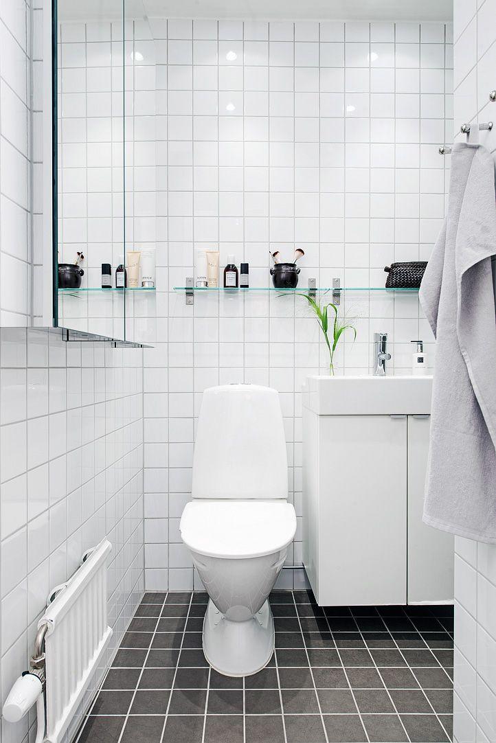 17 beste idee n over zwarte tegels op pinterest badkamer inspiratie zwarte douche en beton - Deco witte tegel ...