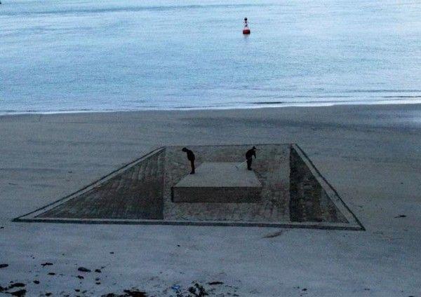 Optical Illusions and 3D Beach Art By Artist Jamie Harkins