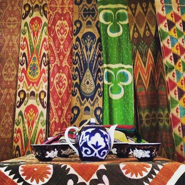 #Margilan #masterweaver #chai #ikat #ikatlove #textilewanderlust #ihavethisthingfortextiles #alongtheikattrail #suzani