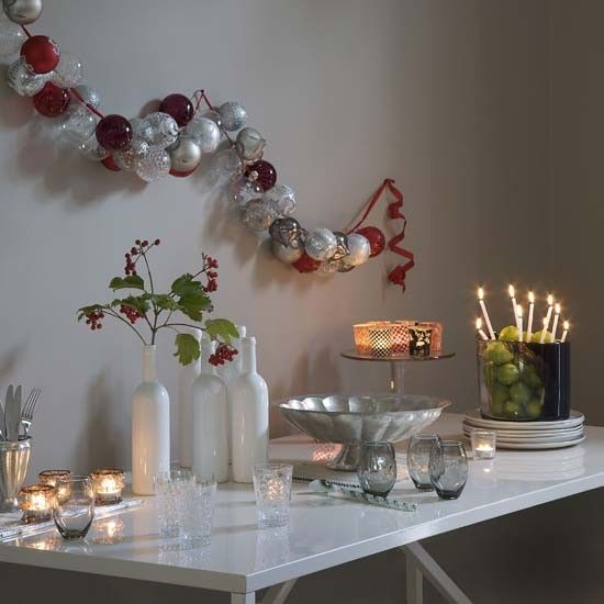 Modern bauble garland
