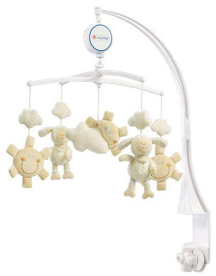 Dieses süße Musik-Mobile Baby Love von Baby Fehn ist der ideale Schlafbegleiter für die Kleinen. Die Spieluhr dreht sich langsam im Kreis und die süßen Schafe tanzen zu der Schlafmusik. Die Melodie des Schlafliedes beruhigt Ihr Baby und wiegt es sanft in den Schlaf. Das hochwertige und weiche Material ist angenehm zu fühlen und zu greifen, die verschiedenen Farben wecken die Aufmerksamkeiten Ihres Kindes.